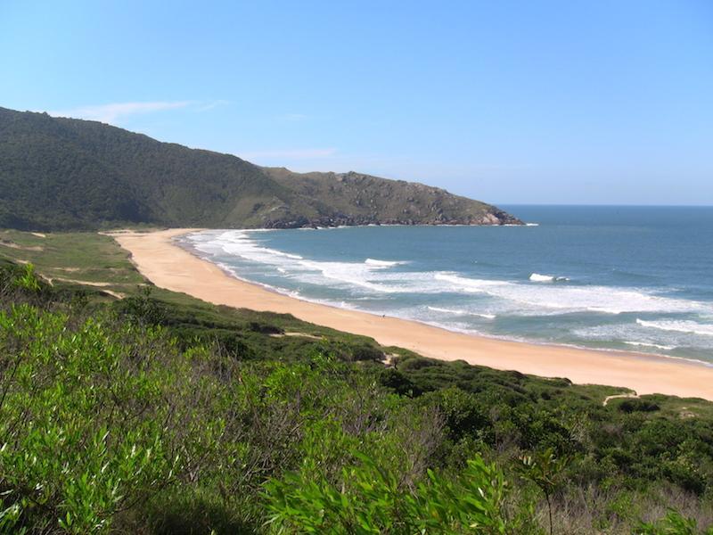 Blick auf den Strand von Lagoinha do Leste in Florianopolis